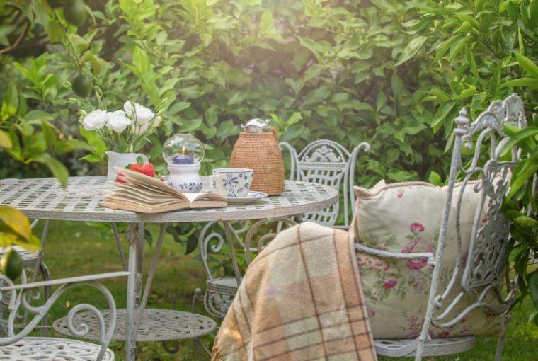 Tavoli Da Giardino Vintage.Tavolo E Sedie Da Giardino Come Sceglierli In Base Allo Stile
